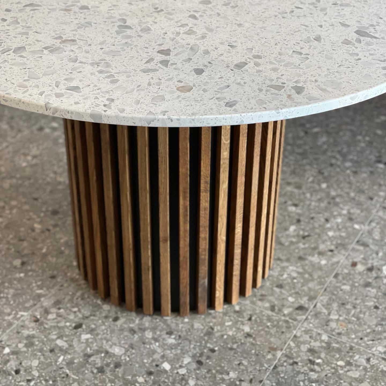 Terrazzo bord med egetræsstel